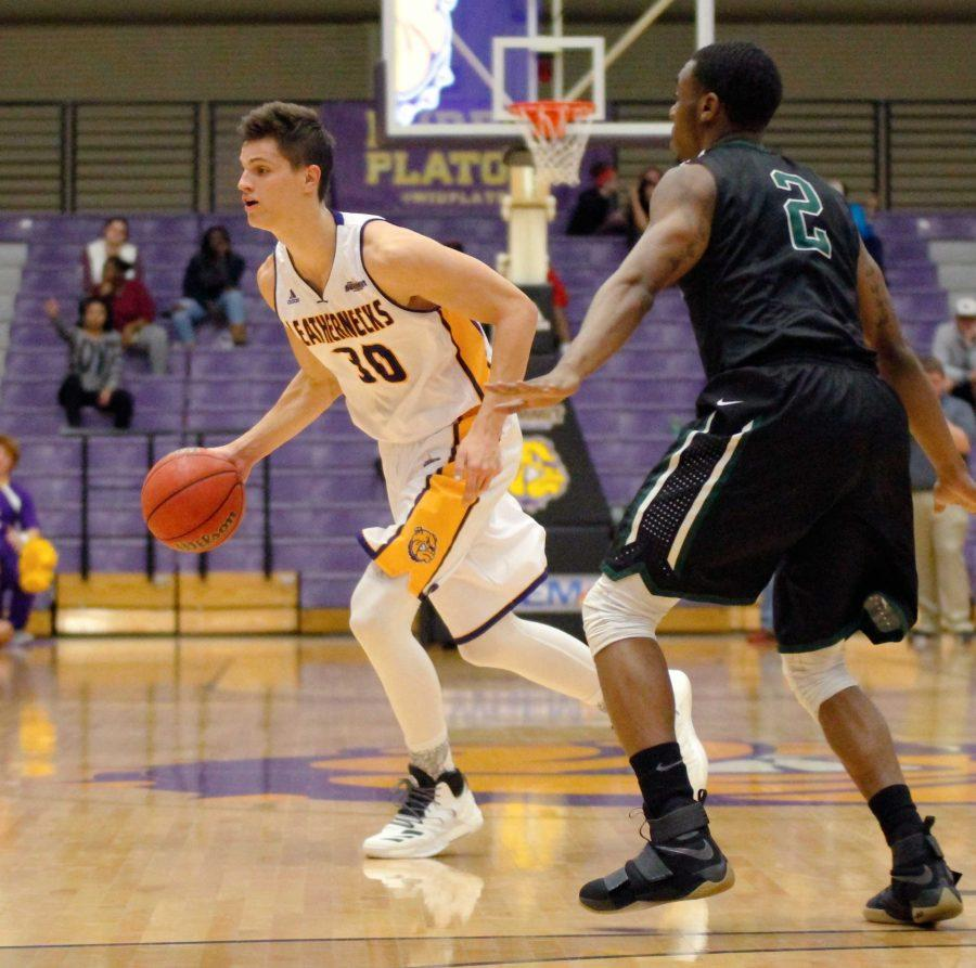 Western Courier : Men's basketball look to make a jump in ...