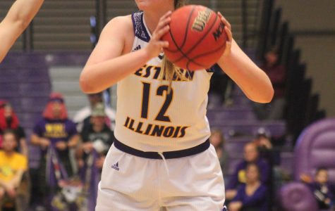 Women's basketball soars to first place in the Summit