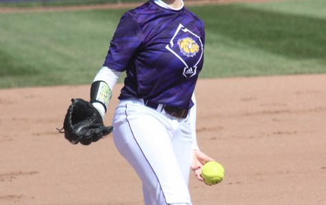 Softball falls short in Saturday's games
