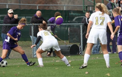 Women's soccer bounces back with 1-0 win
