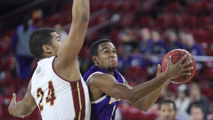 Leathernecks fall to Pioneers in Mile-High City