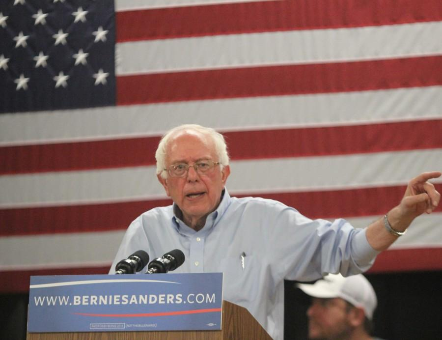 Senator+Bernie+Sanders+of+Vermont+speaks+at+Richardson+Elementary+School+in+Fort+Madison%2C+Iowa+on+a+tour+through+the+caucus+states+for+his+2016+presidential+campaign.++Sanders+spoke+about+equality%2C+changing+the+federal+minimum+wage%2C+net+neutrality%2C+the+price+of+college+tuition%2C+climate+change+and+much+more.