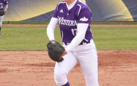 Softball wins third straight Summit series