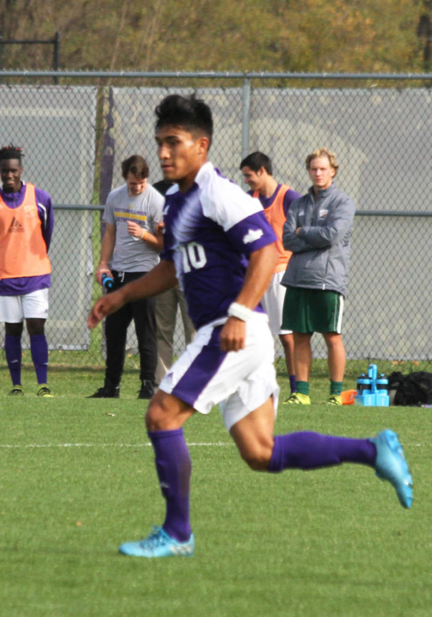 Fernando Pacheco trails the ball in a home match.