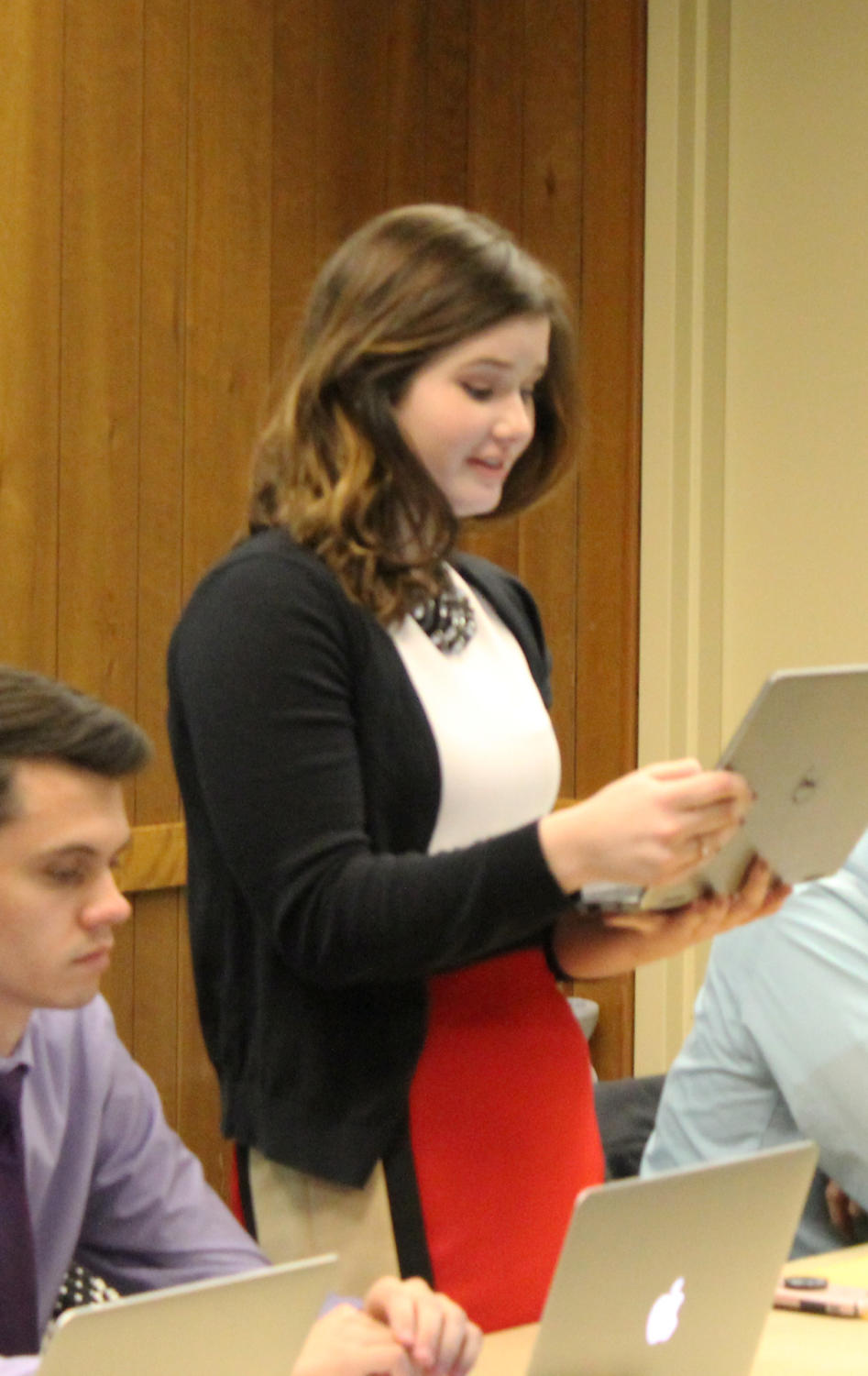 Student Government Association Director of Academic Affairs Madison Lynn discusses feedback given at faculty senate on legislation. Macomb Mayor Mike Inman answers questions from the legislative body