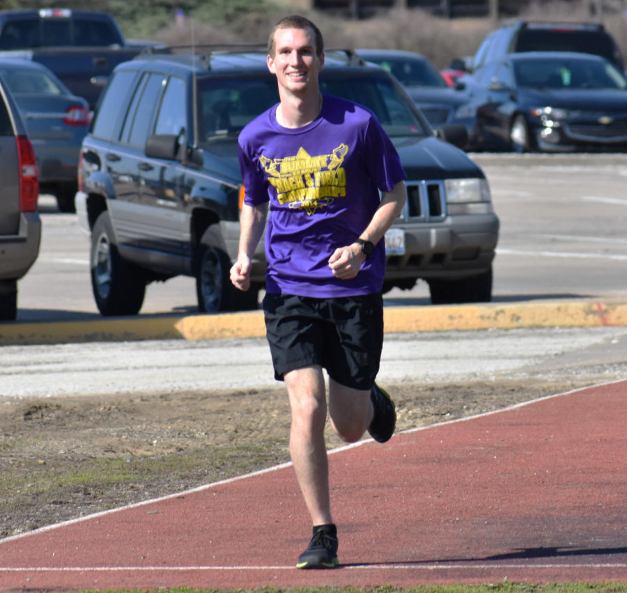 Lucas Lingle on a campus run at practice.
