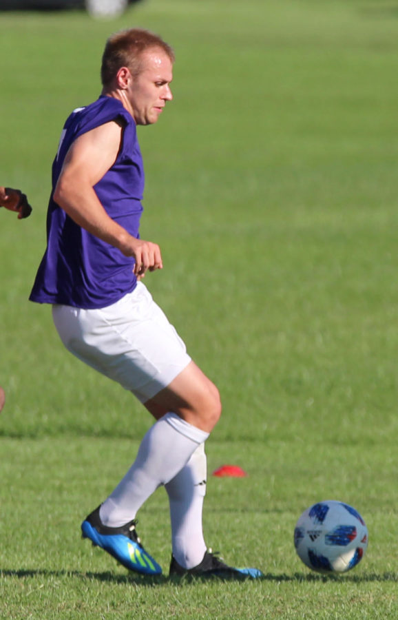 Men s Soccer to battle the Bulldogs – Western Courier 8c8046c4b