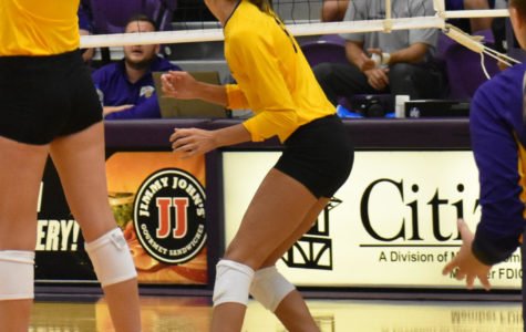 Volleyball falls to Fort Wayne