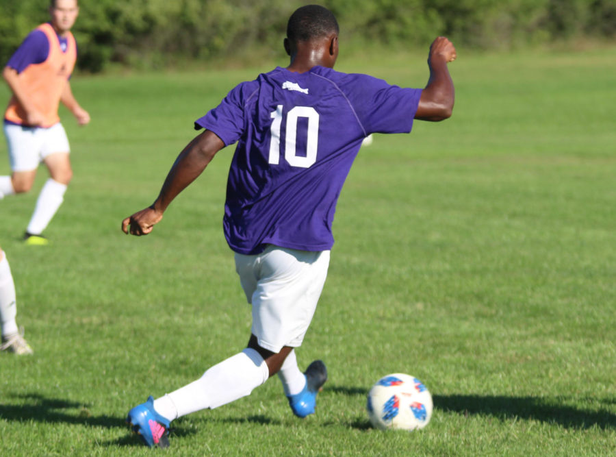 Daniel+Kadima+dribbles+the+ball+in+a+training+session+for+the+Leathernecks.