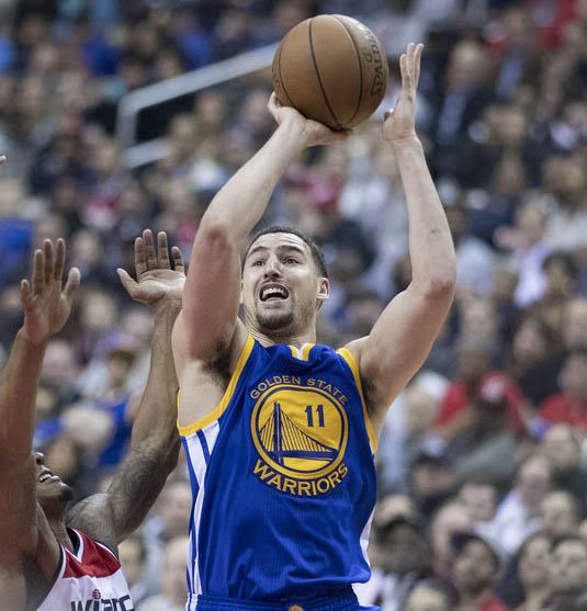 Klay Thompson shoots over a Wizards defender.