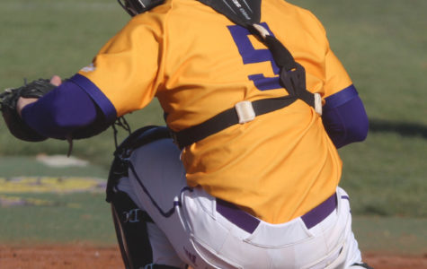 Baseball drops first two games in series with Omaha Mavericks