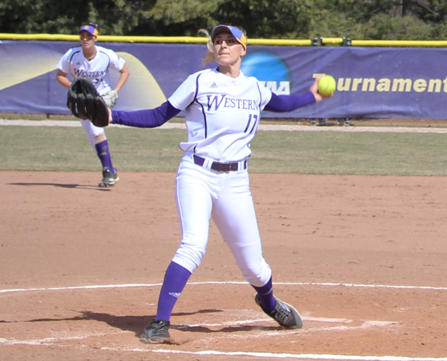 Softball splits final non-conference series with UIC