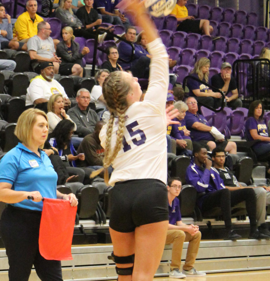 Leathernecks' volleyball picks up first win at StarkVegas Classic