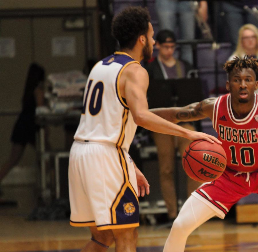Men S Basketball Prepares For Evansville And Seven Game